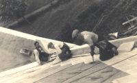 Zámek v Dobré vodě 1936, v popředí druhý majitel firmy Josef Čapek